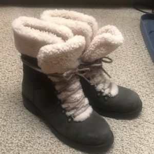 UGG Womens Fraser Leather/Shearling Combat Booties